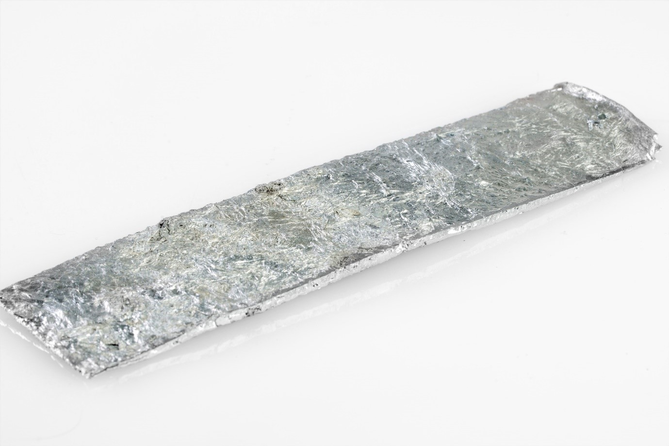 High-purity zinc anode for use when tank plating with zinc