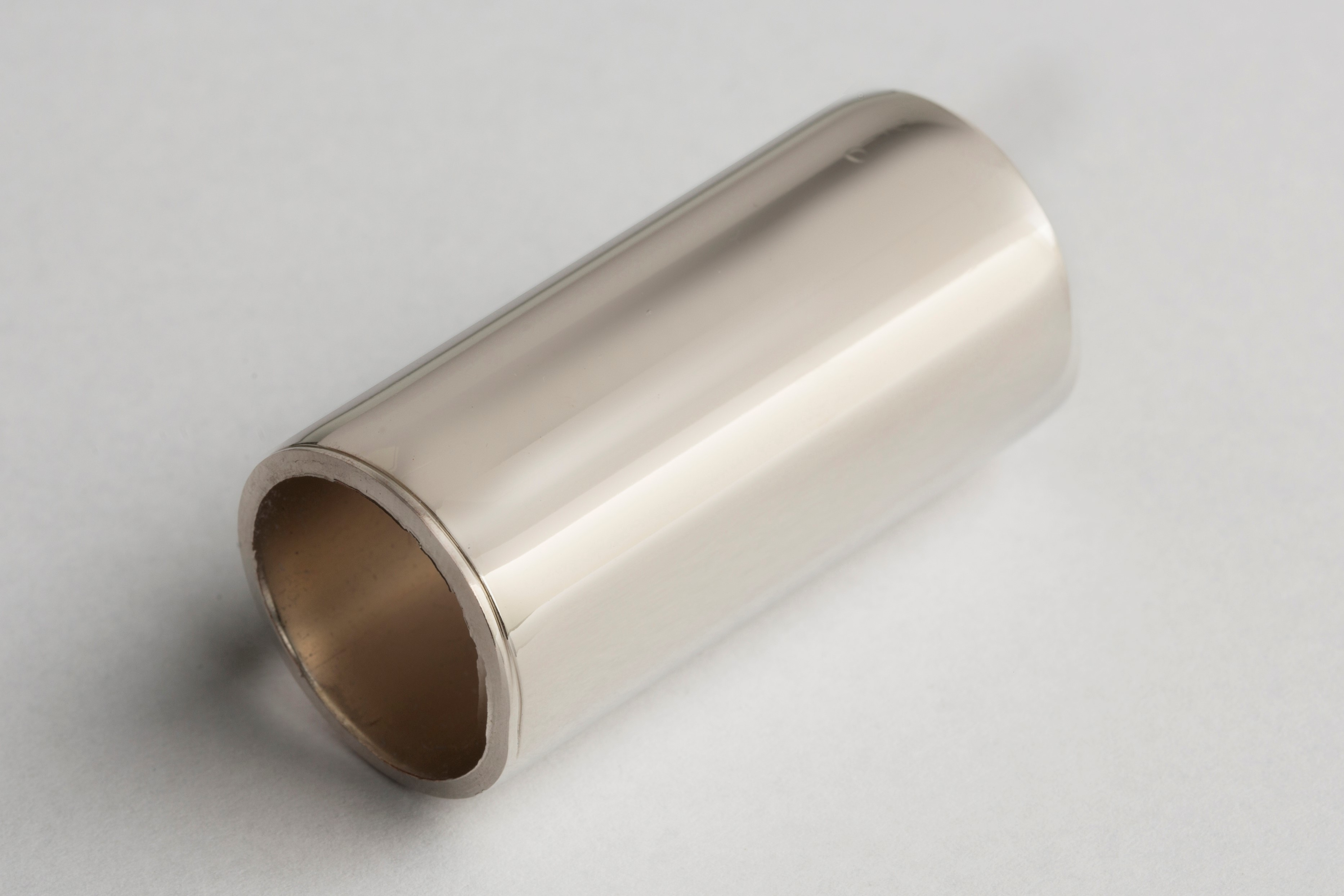 Length of metal pipe electroplated with nickel plating solution
