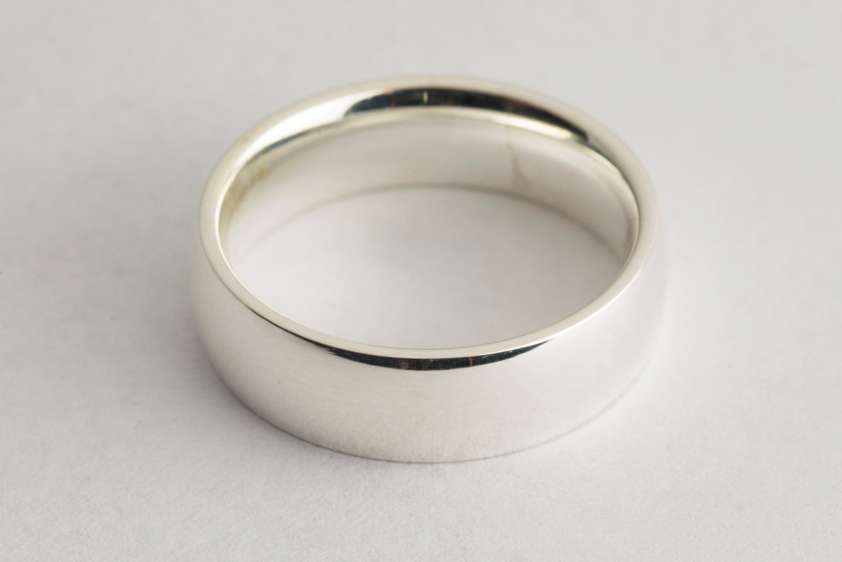 Wedding ring electroplated in platinum plating solution