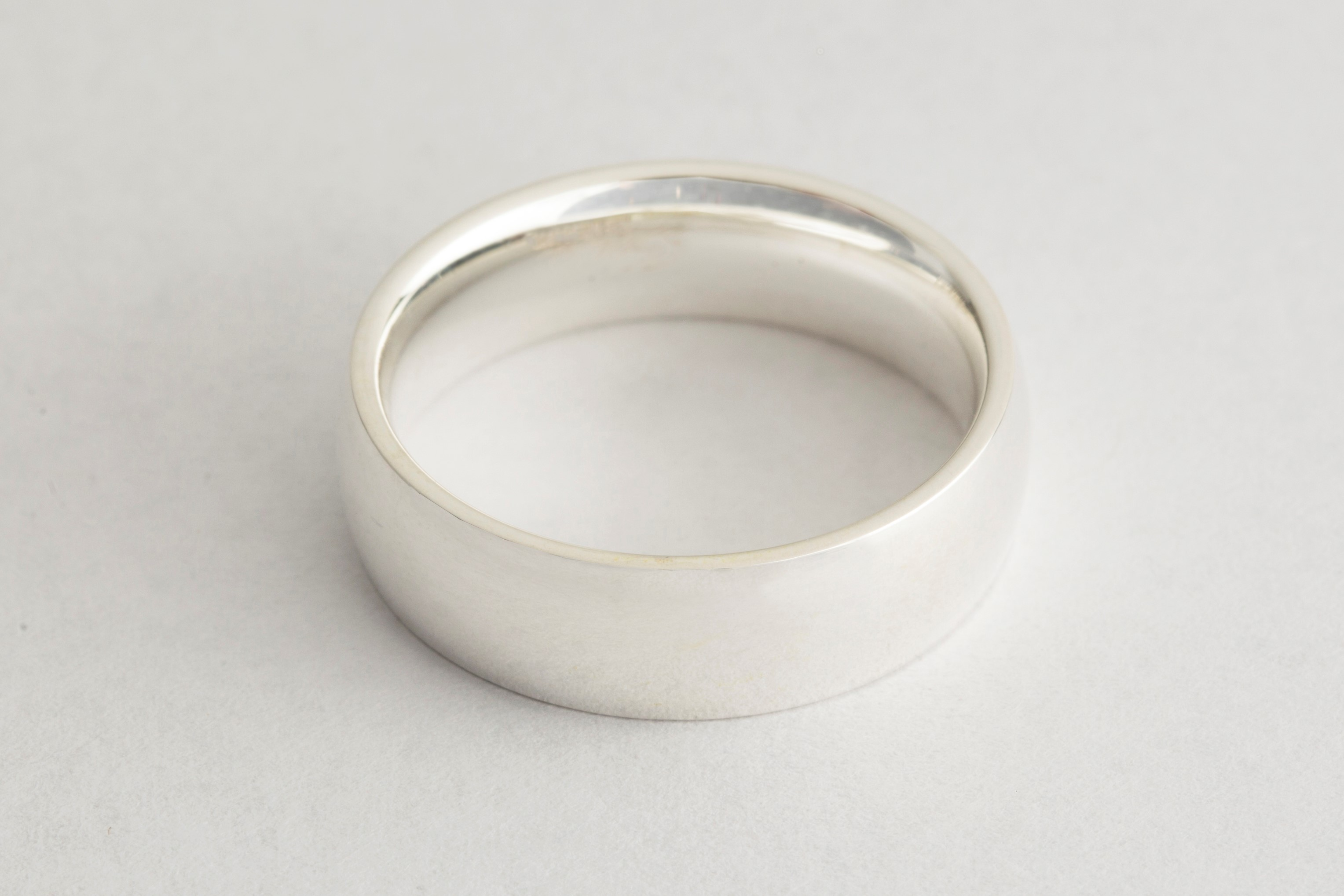 Wedding ring electroplated with silver plating solution